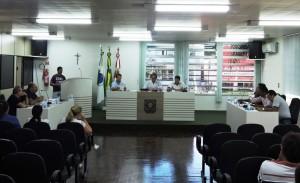 Vereadores durante sessão extraordinária realizada na segunda-feira (06). Foto: Edson Zuconelli.