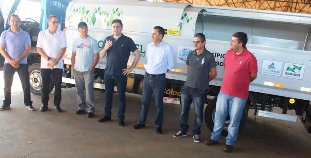 Repasse do caminhão para a entidade / Foto: Assessoria prefeitra repasse FB