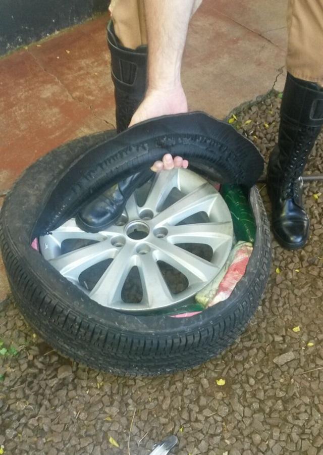 Droga estava escondida dentro de pneus. Foto de divulgação