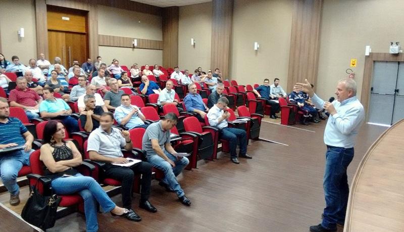 Prefeito Raul Isoton, prefeito de Dois Vizinhos e presidente do Ciruspar, coordenou a reunião com prefeitos da região. Foto de divulgação