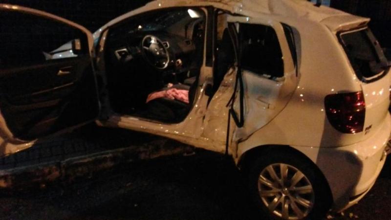 Carro ficou bastante danificado, principalmente no lado do motorista. Foto: Eleandra Sganderla