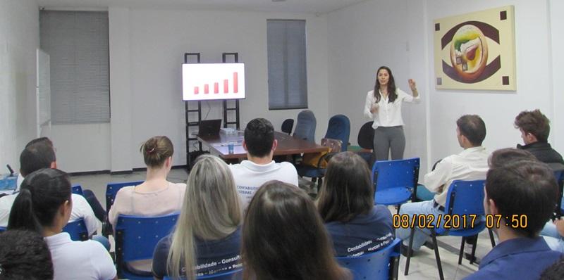 Colaboradores da Megasult participam da palestra com Flávia Dário. Foto: Adriano Polla/Acefb
