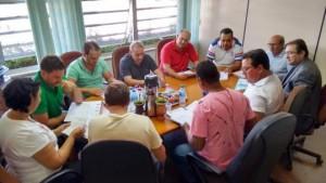 Vereadores analisam projetos de reposição salarial do funcionalismo. Foto: Assessoria Câmara.