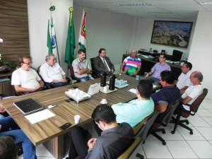 Reunião entre vereadores e administração municipal. Foto: Assessoria Câmara.