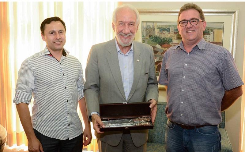 Joares Ribeiro, diretor executivo da Acefb, Darci Piana, presidente da Fecomércio e Marcos Guerra, presidente da Acefb. Crédito: Divulgação.