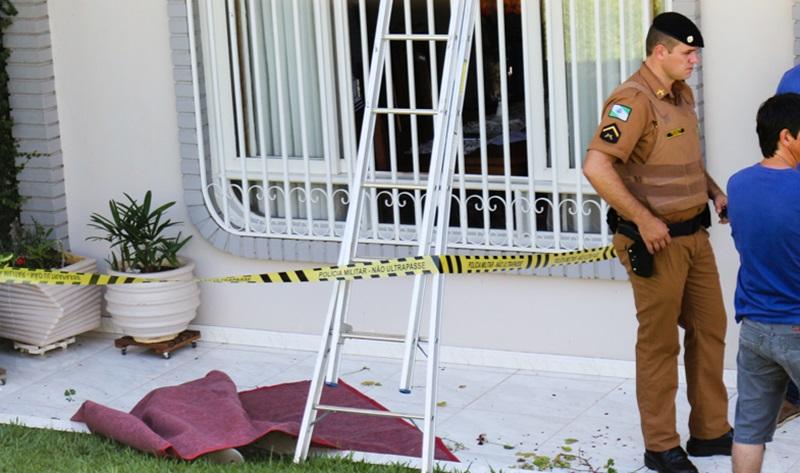 Vítima estava cortando as folhas de uma planta na sacada. Foto: Rossy Ledesma/Fronteira on Line