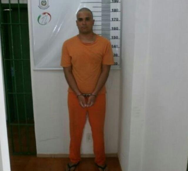 Adamws Weslen de Souza Falcão, 22 anos, é foragido da Justiça Catarinense. Foto de divulgação