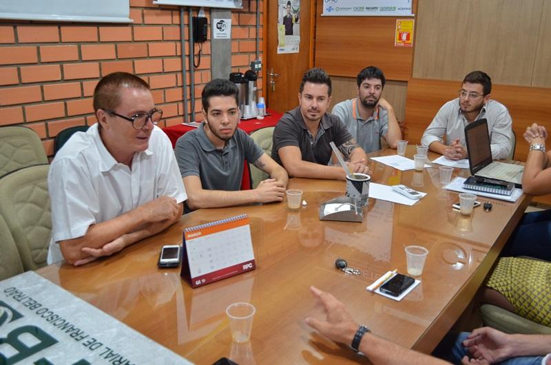 Vice-prefeito e secretário municipal de Planejamento, Antonio Pedron acompanhou mais uma reunião de núcleo na Acefb. Foto de divulgação