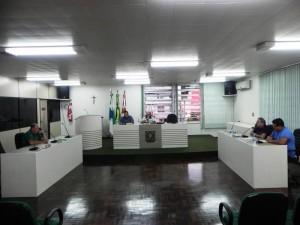 A sessão foi realizada pelos cinco vereadores da situação. Foto: Assessoria.