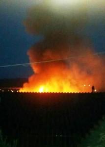 O incêndio teve início por volta das 6 horas na manhã. Foto: WhatsApp.