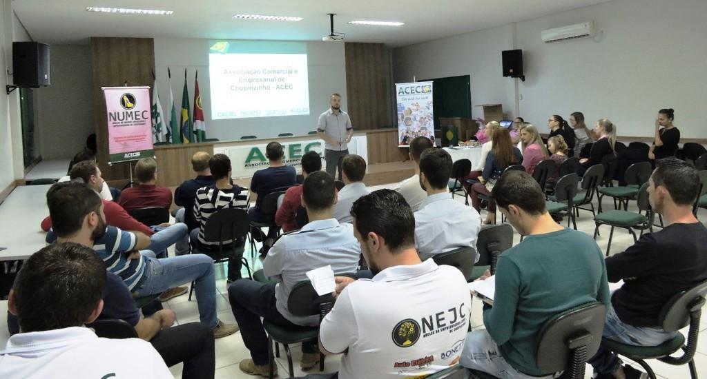 Durante a assembleia além da prestação de contas houve a apresentação do que foi desenvolvido durante todo o ano passado. Foto: Edson Zuconelli.