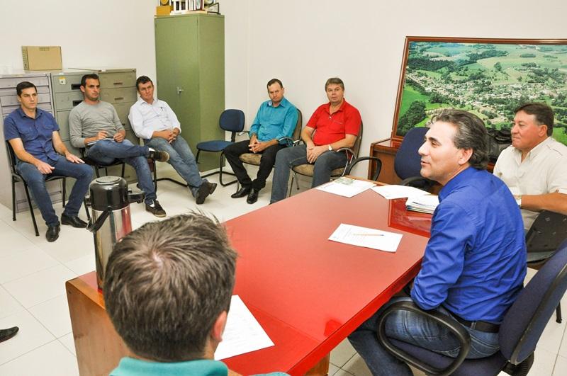 Prefeitos estiveram reunidos recentemente organizando o cronograma de atividades. Foto de divulgação
