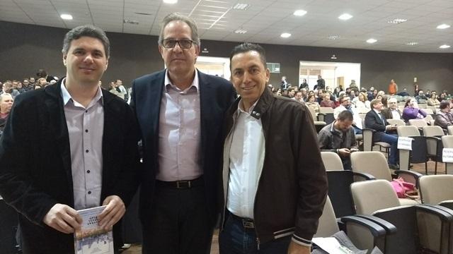 Reichembach com o prefeito de Francisco Beltrão, Cléber Fontana e o secretário estadual de Meio Ambiente, Antônio Carlos Bonetti. Foto de divulgação