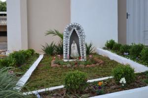 Imagem de Nossa Senhora de Fátima, próximo a entrada da igreja / Foto: Francione Pruch