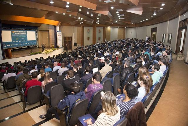 A união de eventos promovidos pela ACEDV e Prefeitura com a Sudotec e apoio do Sebrae/PR, mesclou conteúdos de gestão com tecnológicos. Foto de divulgação