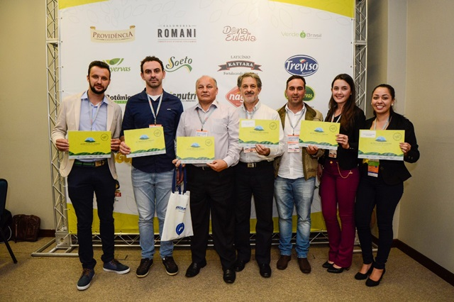 Sete empresas da Regional Sul do Sebrae/PR conquistaram a certificação, no dia 19 de abril, em Curitiba. Foto de divulgação
