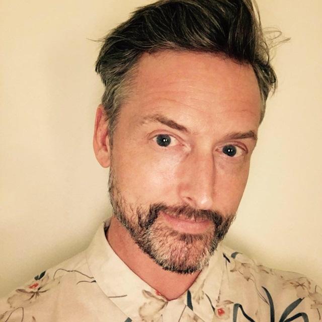 Scott Haymann é ex-professor da academia das tesouras Toni & Guy, uma das escolas mais famosas de Londres, Inglaterra. Reprodução Facebook