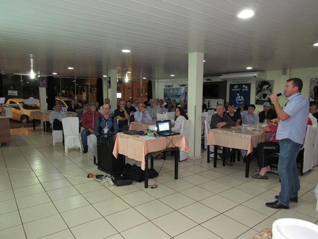 Investimentos da Sanepar são apresentados pelo gerente Lindomar Votteri. Foto de divulgação