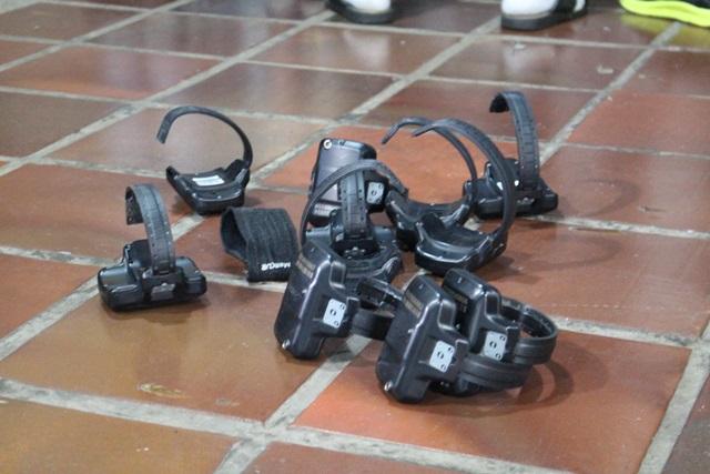 Tornozeleiras eram deixadas sem bateria para dificultar o monitoramento. Foto de divulgação