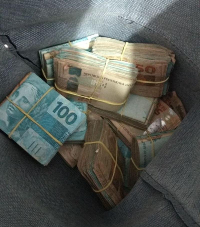 Dinheiro entregue aos suspeitos foi recuperado pela polícia. Foto de divulgação