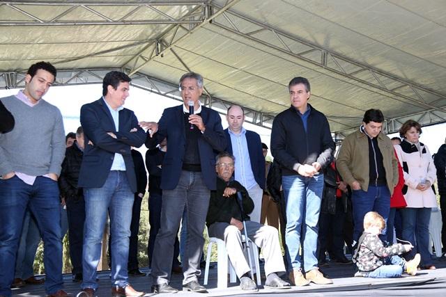 Betto Richa entregou a obra junto com o secretário de Infraestrutura e Logística, Pepe Richa, deputados e prefeitos da região. Foto Arnaldo Alves /AEN