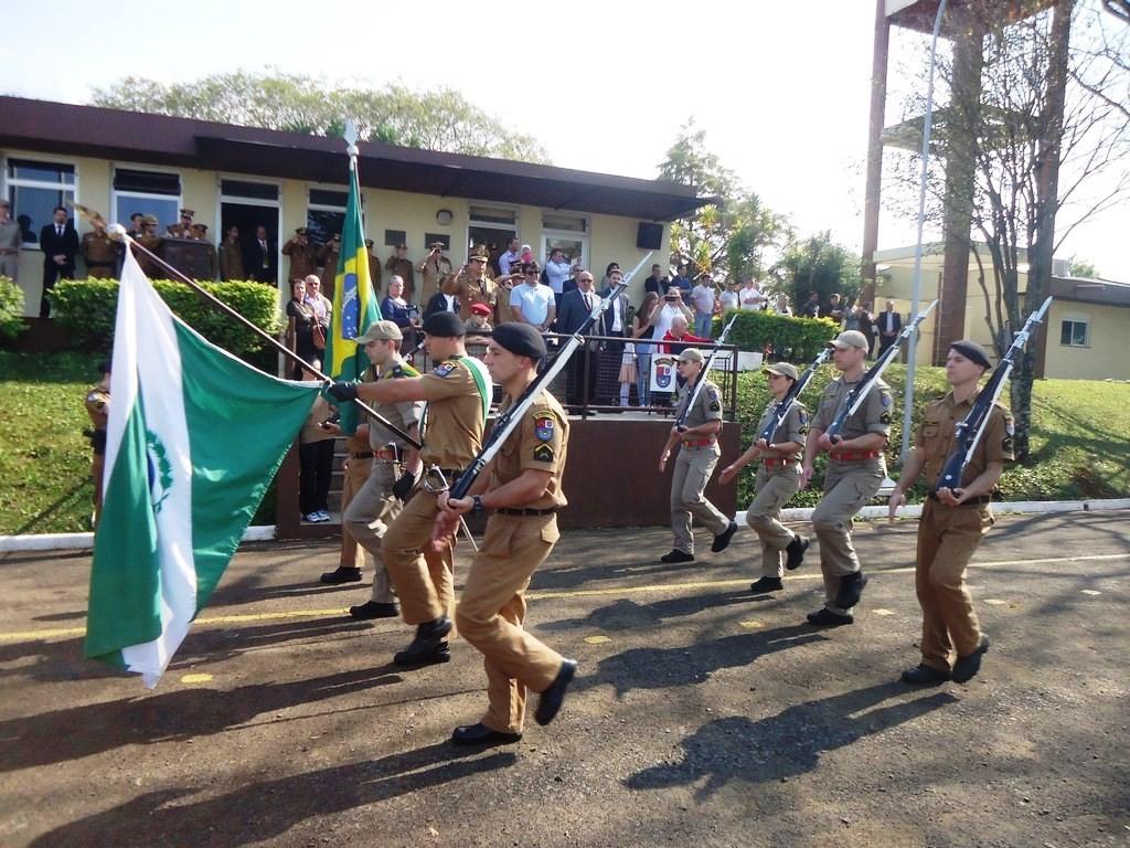 O ato foi encerrado com o desfile geral da tropa às autoridades. Foto: Polícia Militar.