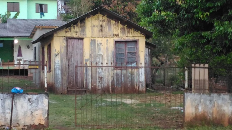 Crime aconteceu nessa casa, onde também mora a mãe dos envolvidos. Foto: Evandro Artuzi/RBJ
