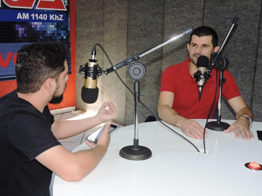 Vanderlei Verdi esteve nesta manhã na Rádio Difusora falando sobre os motivos que o levaram a tomar a decisão de renunciar o cargo. Foto: Wagner Salgado.