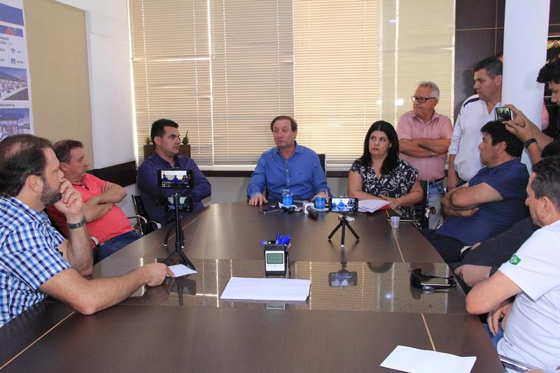 Zuchi recebeu a imprensa em seu gabinete na tarde desta terça-feira (19). Foto de divulgação