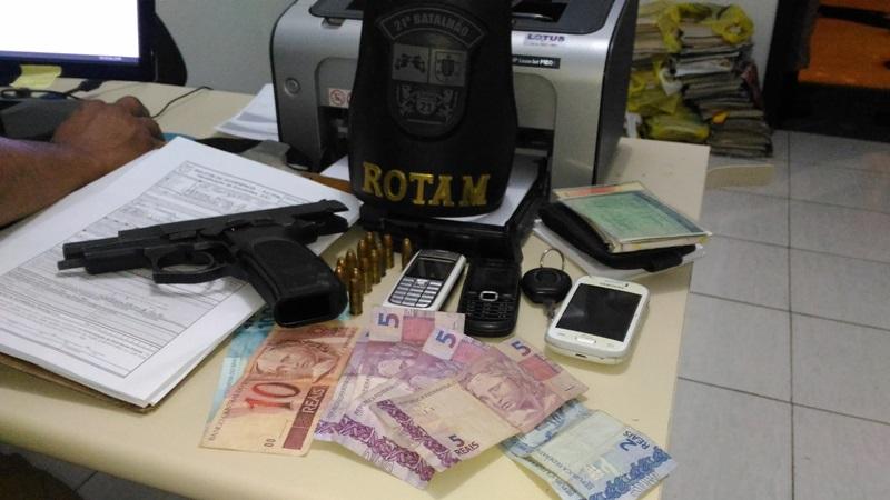 Arma de propriedade dos bandidos foi encontrada nas proximidades da casa da vítima. Foto: Evandro Artuzi/RBJ