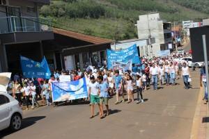 Passeata encerra atividades da Semana da Paz em Passos Maia4