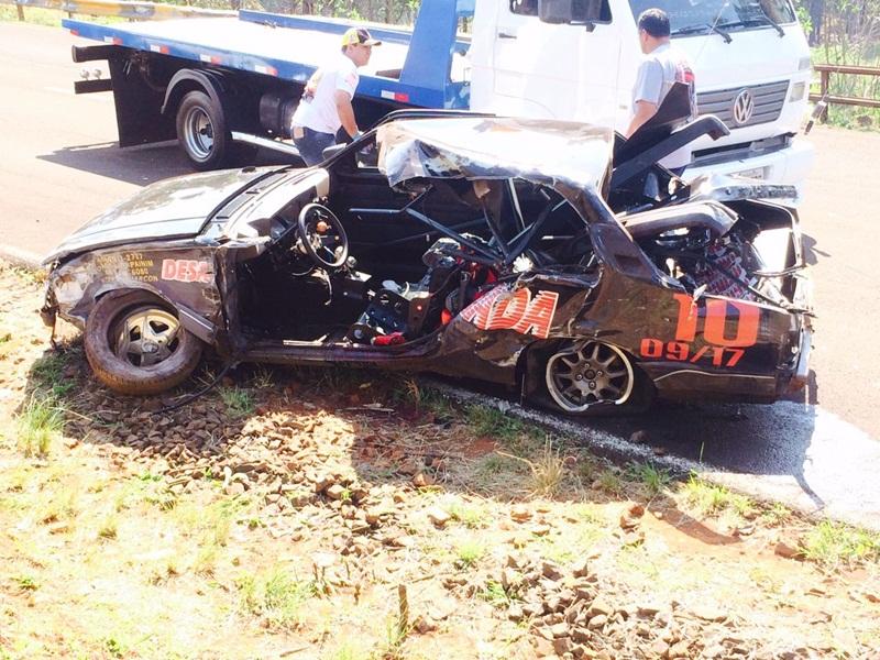 Carro pilotado por Fernando ficou bastante danificado. Foto: Redes Sociais