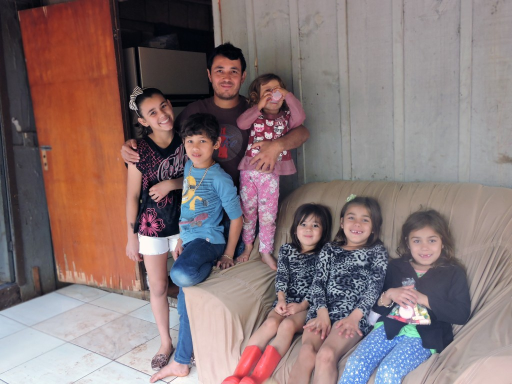Luís e o seis filhos / Foto: Francione Pruch