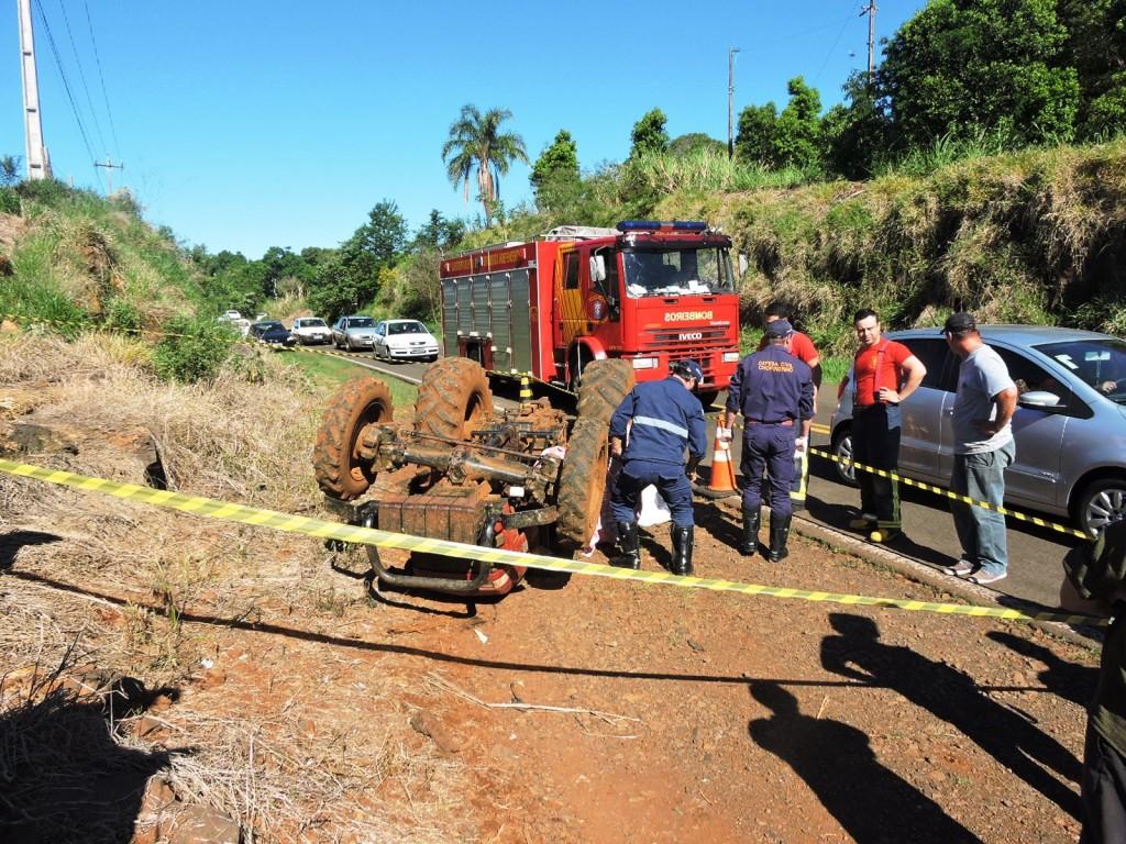 O acidente foi as margens da rodovia PR-281. Foto: Edson Zuconelli.