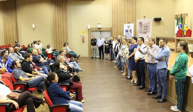 Evento de assinatura dos contratos de trabalho para obras em 15 escolas aconteceu na Amsop. Foto de divulgação