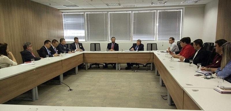 Comitiva do Sudoeste reunida com a direção da SAC (Secretaria de Aviação Civil). Foto de divulgação