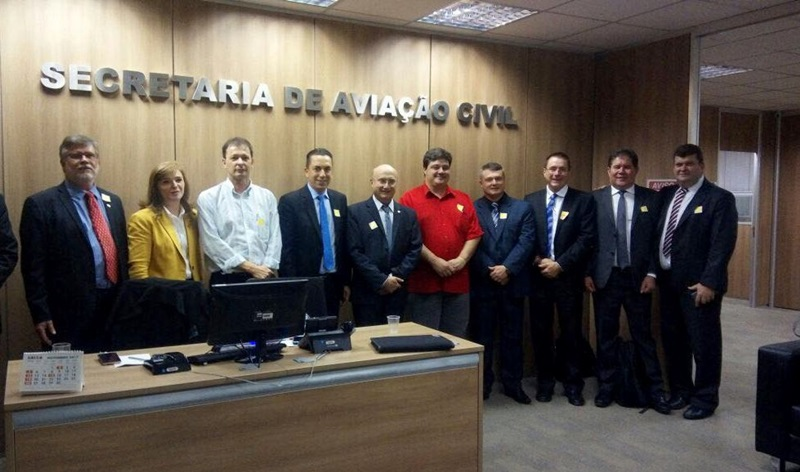 Comitiva da Amsop com deputados, prefeitos e técnicos do Estado participou de audiência na Sac para formalizar a proposta do aeroporto regional. Foto de divulgação