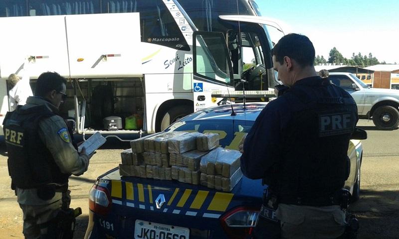 Maconha foi encontrada durante abordagem a um ônibus, na BR-158. Foto de divulgação