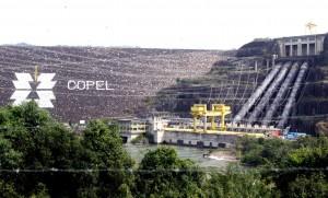 A Usina Hidrelétrica Governador Ney Aminthas de Barros Braga, anteriormente conhecida como Usina de Salto Segredo, é uma usina da Companhia Paranaense de Energia - COPEL, localizada no Rio Iguaçu, no município de Mangueirinha na região sudoeste do estado do Paraná. Usina Hidrelétrica de Segredo é uma usina brasileira do estado do Paraná, localizada no rio Iguaçu. O desvio do rio foi feito por meio de três túneis, não revestidos, com seção arco-retângulo de 13,5m de diâmetro. - Mangueirinha/PR - 13.05.2011 - Foto Jonas Oliveira