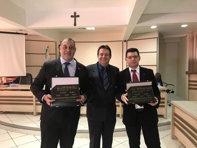 Patrick Souza (Criminalística), Aires Tomazonni (vereador) e Irno Azolinni (IML). Foto de divulgação