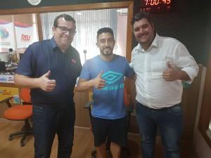 """Claudio Bonetti, Sinoê e o Vereador Léo Garcia (PSC), participaram do """"Edição Extra Esportiva"""" da Onda Sul FM."""