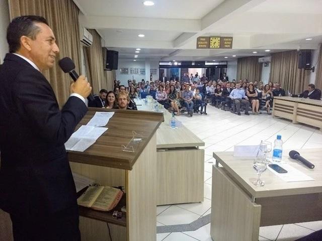 Plenário da Câmara de Vereadores ficou lotado durante a homenagem. Foto de divulgação