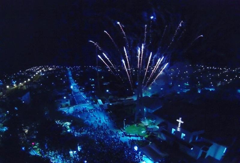 Show de fogos com 8 minutos de duração coloriu o céu de Marmeleiro. Foto de divulgação