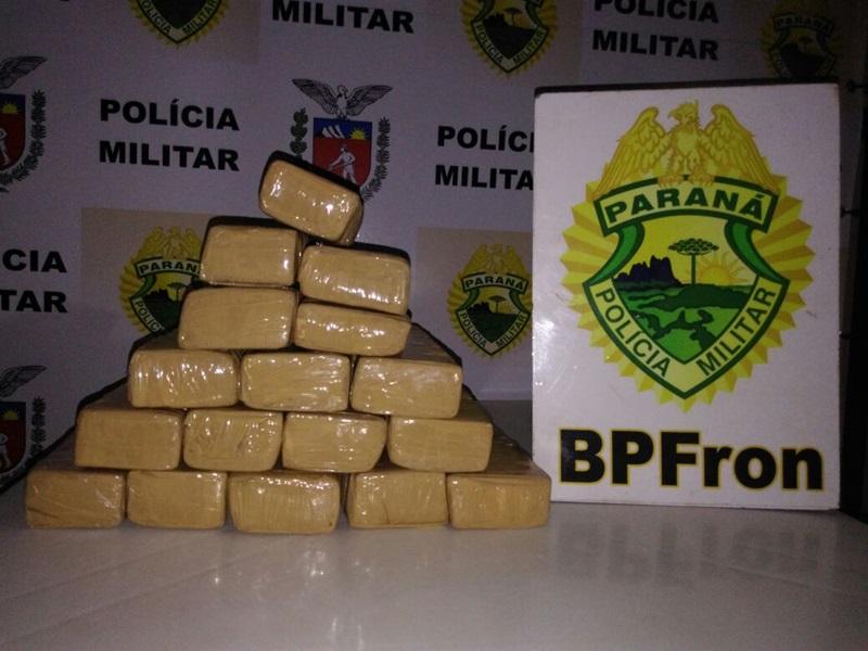 Maconha pesou 11,5 Kg e estava dividida em 17 tabletes. Foto de divulgação