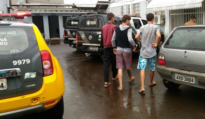Um dos detidos tem 15 anos e foi apreendido pela terceira vez essa semana. Foto: Evandro Artuzi/ RBJ