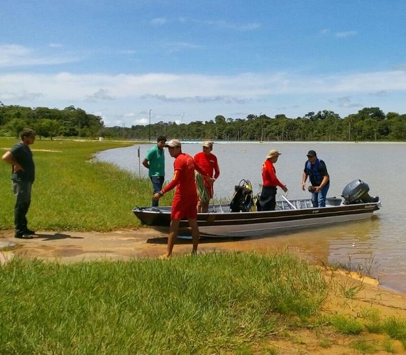 Bombeiros demoraram quase 7 horas até encontrar o corpo no fundo do lago. Foto: Interativa FM