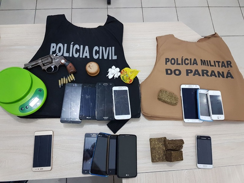 O saldo da operação foi apreensão de drogas, um revólver e vários celulares. Foto de divulgação