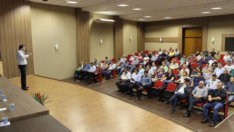 O superintendente da Copel Distribuição, Julio Omori, falou sobre os esforços para melhorar os serviços da companhia na área rural. Foto de divulgação