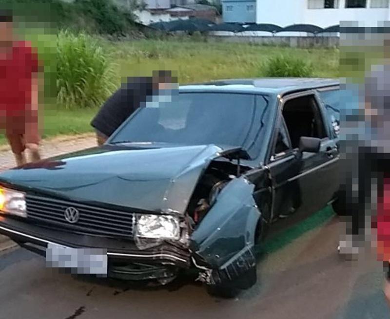 Veículo teve o para-lamas esquerdo danificado. Foto: Reprodução redes sociais