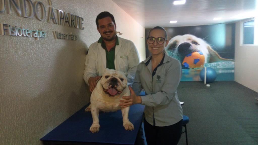 Os veterinários Angelo Menin e Caroline Lucini (Foto: Juliana Raddi)